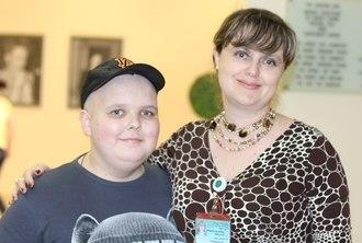 Василий Волков с мамой в клинике Шиба