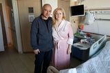 Лариса Эрмиш с доктором Пекарским в клинике Ассута