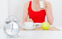 Ранний ужин снижает риск раковых заболеваний