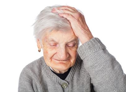 пожилая женщина с деменцией