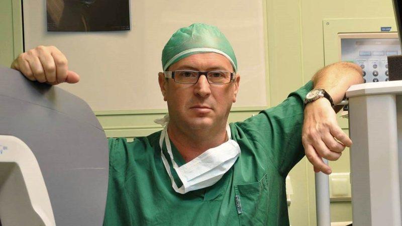 Доктор Евгений Соломнов в операционной