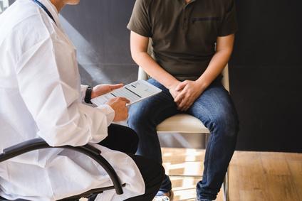 мужчина с раком простаты на приеме у врача