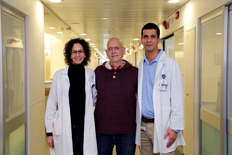 Иегуди Хабар после удаления опухоли мозга лазером в клинике Ихилов со своими врачами - ДокторРахели Гросман и доктор Идан Штраус